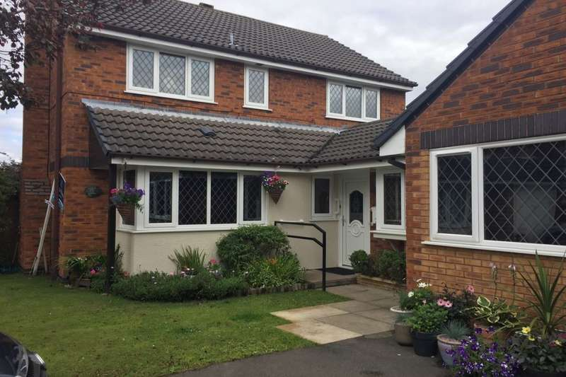 5 Bedrooms Detached House for sale in Fairacre Drive, Middlewich, CW10