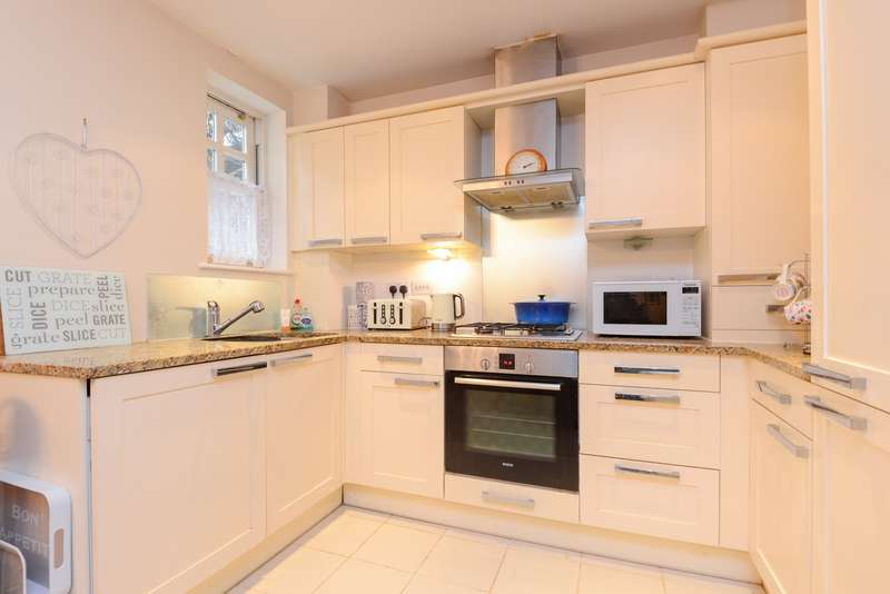 2 Bedrooms Apartment Flat for sale in Elms Court, New Dover Road, Canterbury, CT1