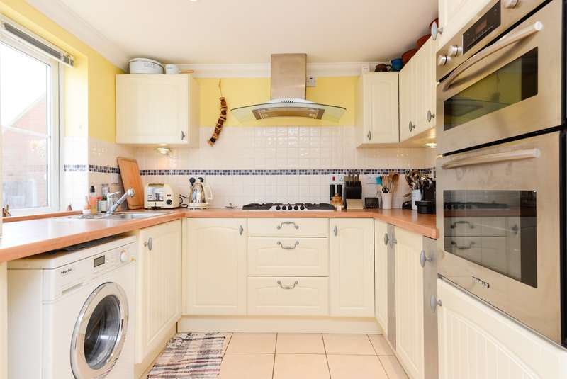 3 Bedrooms Detached House for sale in Ivy Climber Cottage, Durlock Road, Staple, CT3