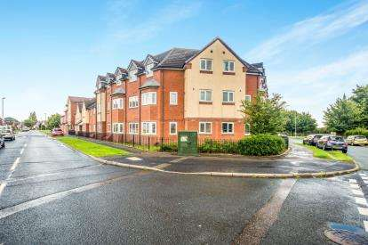 2 Bedrooms Flat for sale in Hawbush Road, Walsall, West Midlands