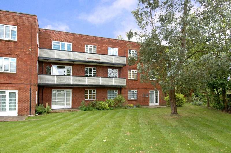 3 Bedrooms Apartment Flat for sale in Garden Close, Ruislip, Middlesex, HA4