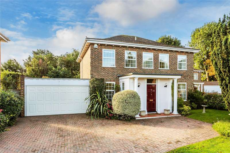 5 Bedrooms Detached House for sale in Strathmore Close, Caterham, Surrey, CR3