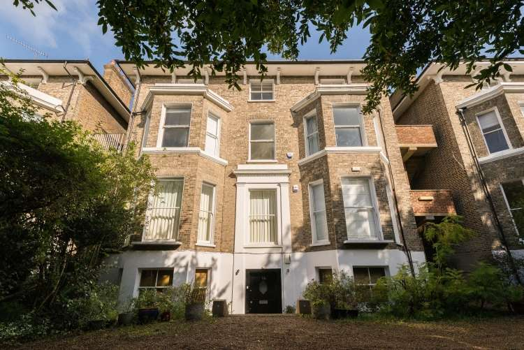 3 Bedrooms Flat for sale in St. Johns Park Blackheath SE3