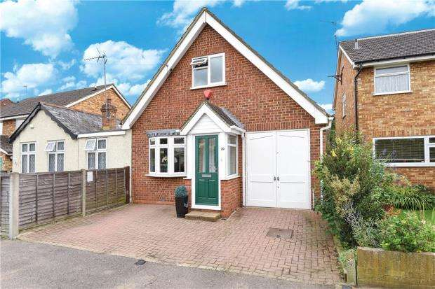 3 Bedrooms Semi Detached House for sale in Ethel Road, Ashford, Surrey
