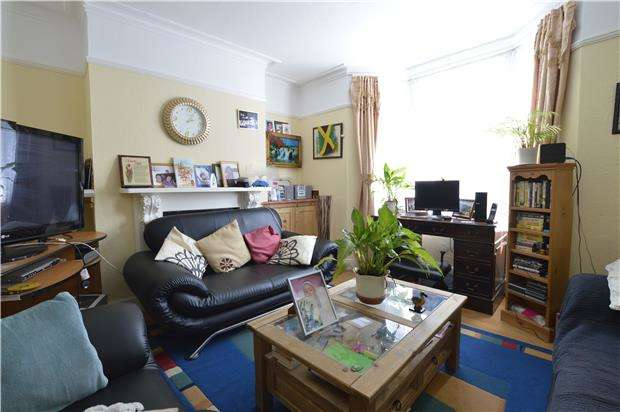 3 Bedrooms Maisonette Flat for sale in Manor Road, HASTINGS, East Sussex, TN34 3LP