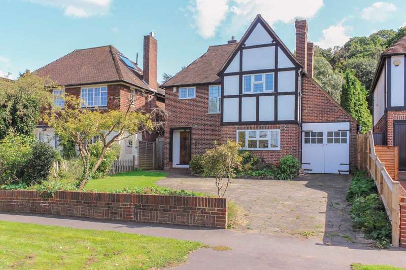 3 Bedrooms Detached House for sale in Manor Road South, Esher