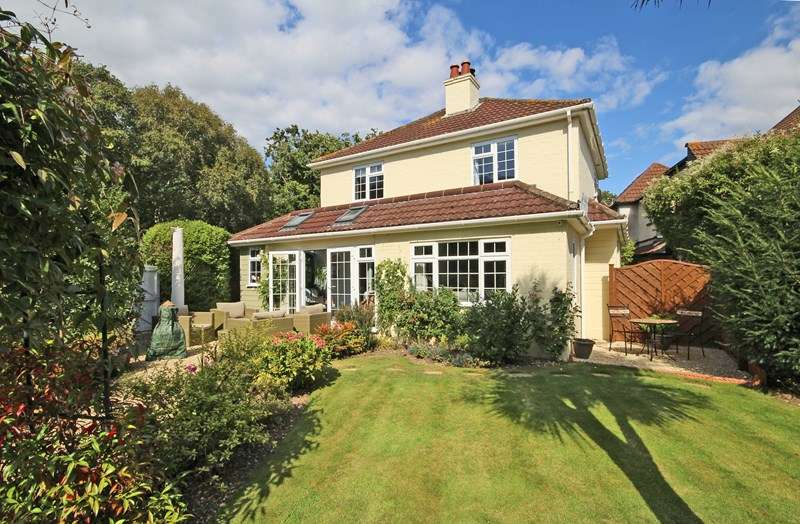 4 Bedrooms Detached House for sale in Barton Common Lane, Barton on Sea, New Milton