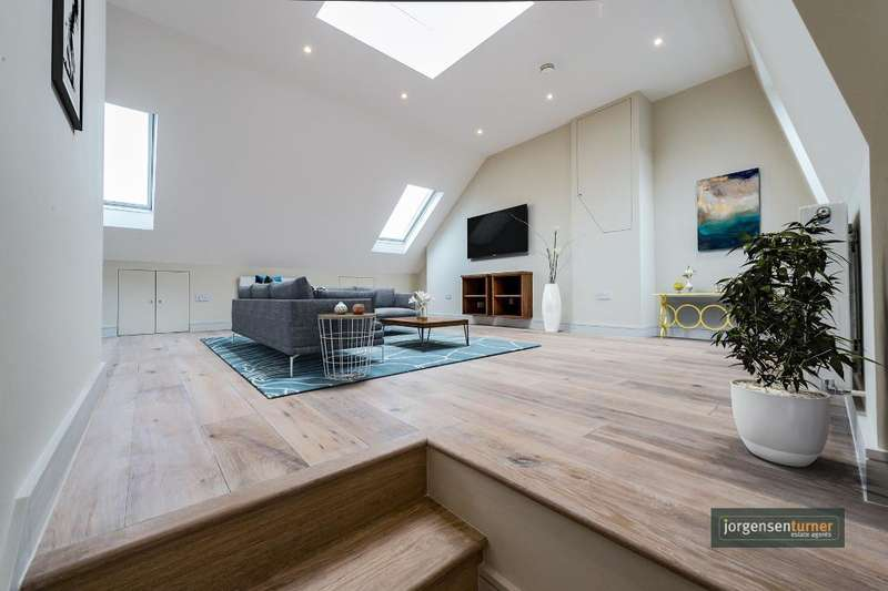 2 Bedrooms Flat for sale in Collingbourne Road, Shepherds Bush, London, W12 0JQ