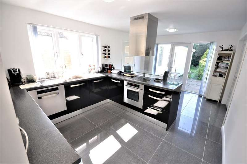 3 Bedrooms Detached Bungalow for sale in Willow Court, Thornton, Thornton-Cleveleys, Lancashire, FY5 5JP