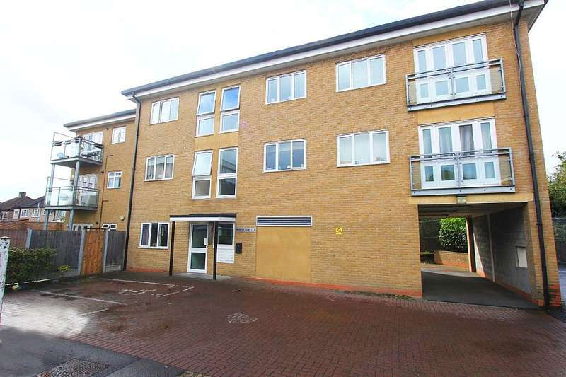 2 Bedrooms Flat for sale in Patricks Court, Robinia Close, Ilford, London, IG6 3FB