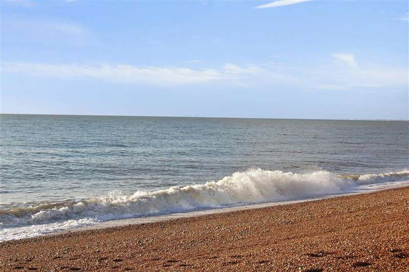 2 Bedrooms Apartment Flat for sale in Marine Parade, Hythe, Kent
