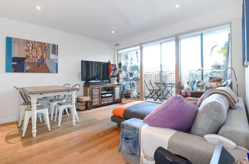2 Bedrooms Apartment Flat for sale in Hardwicks Square, London, SW18