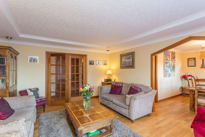 4 Bedrooms Bungalow for sale in Harlaw Road, Balerno, Edinburgh, EH14 7BA