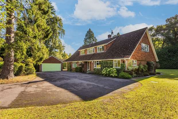5 Bedrooms Detached House for sale in Lower Bourne, Farnham, Surrey