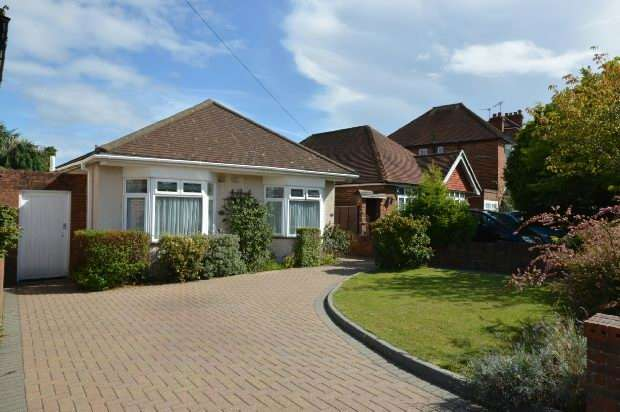 4 Bedrooms Detached Bungalow for sale in Salmons Road, Chessington