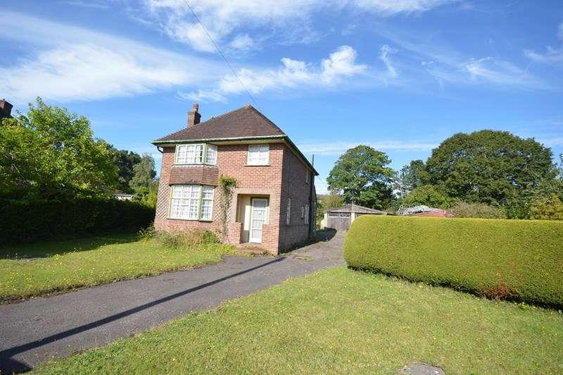 3 Bedrooms Detached House for sale in Bingham Drive, Lymington
