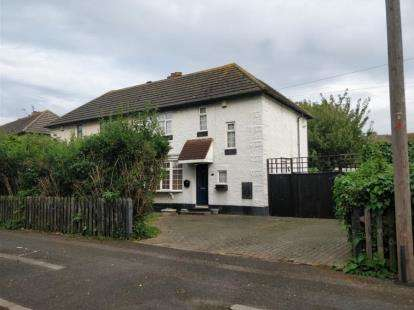 2 Bedrooms Semi Detached House for sale in South Hornchurch
