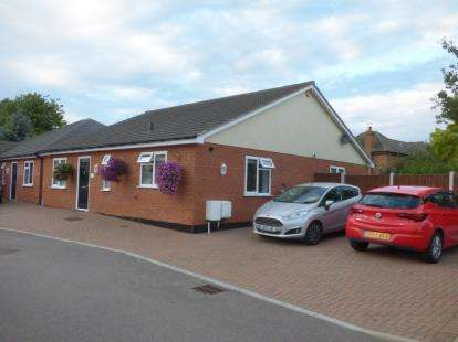 3 Bedrooms Bungalow for sale in Stanford le Hope, Essex