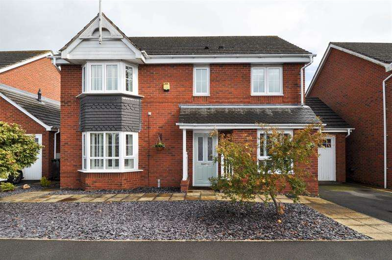 4 Bedrooms Detached House for sale in Yeomans Close, Astwood Bank, Redditch