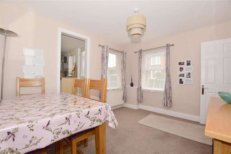 3 Bedrooms Semi Detached House for sale in Rushams Road, Horsham, West Sussex