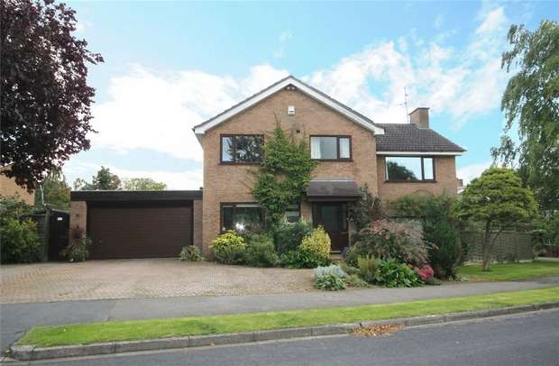 4 Bedrooms Detached House for sale in The Bury, Pavenham, Bedford