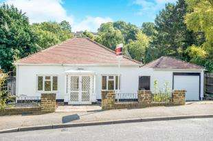4 Bedrooms Bungalow for sale in Kings Road, Biggin Hill, Westerham, Kent