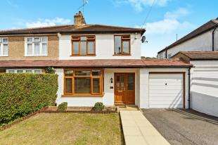 3 Bedrooms Semi Detached House for sale in Mosslea Road, Whyteleafe, Surrey