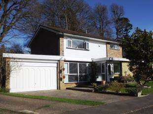 4 Bedrooms Detached House for sale in Woodhyrst Gardens, Kenley, Surrey