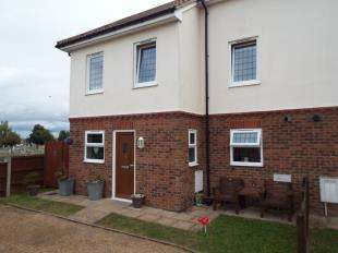 3 Bedrooms Semi Detached House for sale in Hever Mews, Rochester, Kent