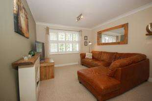 2 Bedrooms Flat for sale in Wentworth Court, New Town, Uckfield, East Sussex