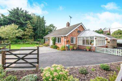 3 Bedrooms Bungalow for sale in Ringland, Norwich, Norfolk