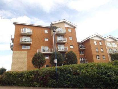 2 Bedrooms Flat for sale in Paris House, Lynton Court, Century Wharf, Cardiff Bay