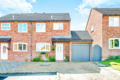 3 Bedrooms Semi Detached House for sale in Clay Hill, Two Mile Ash, Milton Keynes