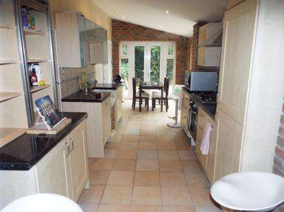 4 Bedrooms Detached House for sale in Hollybush Road, Cyncoed, Cardiff
