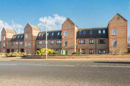 2 Bedrooms Flat for sale in Gabriel Court, Fletton Avenue, Peterborough, Cambridgeshire