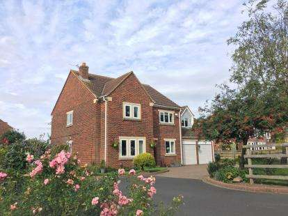 5 Bedrooms Detached House for sale in Hambleton Gate, Stokesley