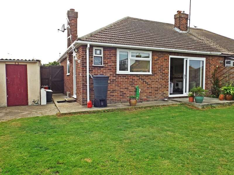 2 Bedrooms Bungalow for sale in Beryl road, Dovercourt, Essex, CO12