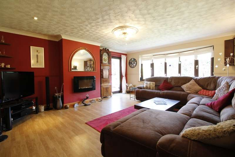 4 Bedrooms Bungalow for sale in Avenue Clamart, SCUNTHORPE, Lincolnshire, DN15