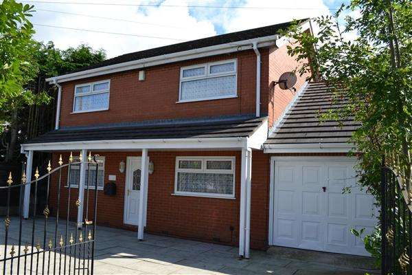 4 Bedrooms Detached House for sale in Warrington Road, Leigh
