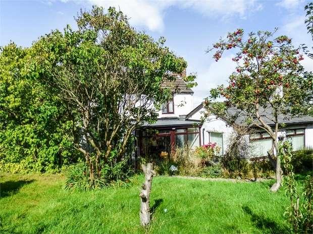 4 Bedrooms Detached House for sale in Castle Road, Coedpoeth, Wrexham