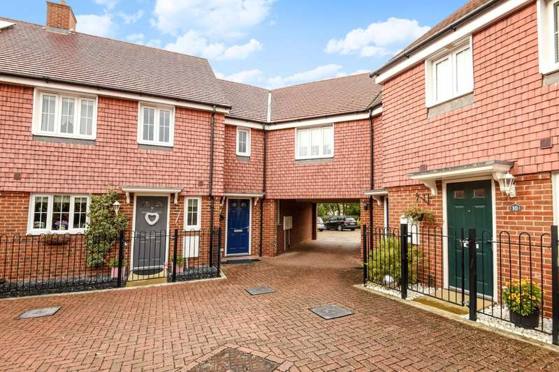 2 Bedrooms Semi Detached House for sale in Hillview, High Street, Billingshurst, RH14