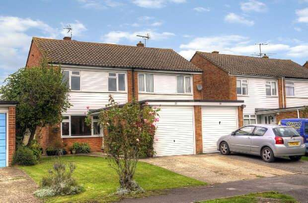 3 Bedrooms Semi Detached House for sale in Ilbury Close Shinfield Reading
