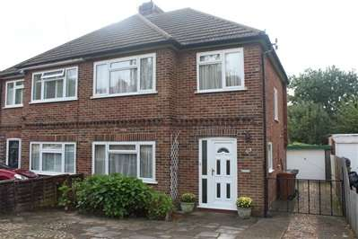 3 Bedrooms Semi Detached House for sale in Whitegate Gardens, Harrow Weald
