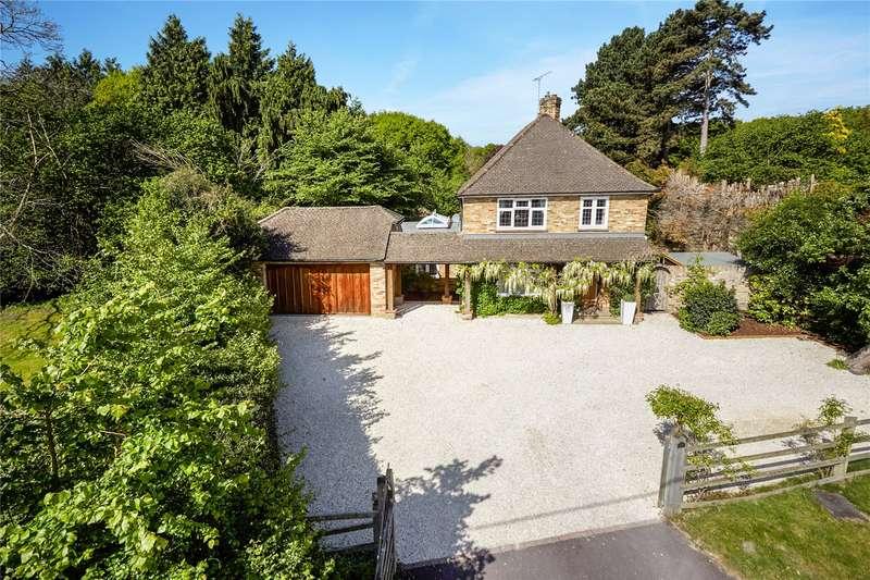4 Bedrooms Detached House for sale in Mincing Lane, Chobham, Woking, Surrey, GU24