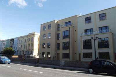 2 Bedrooms Flat for rent in Coronation Road, Southville