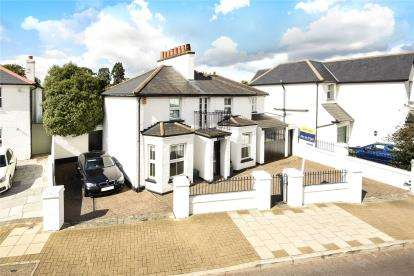 4 Bedrooms Detached House for sale in Gravel Road, Bromley