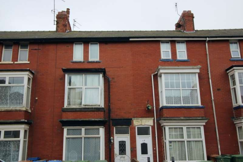 6 Bedrooms Flat for sale in Horsforth Avenue, Bridlington, YO15