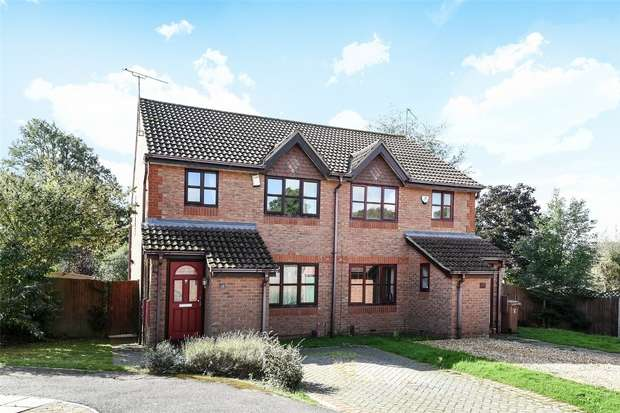 3 Bedrooms Semi Detached House for sale in Montague Close, WOKINGHAM, Berkshire