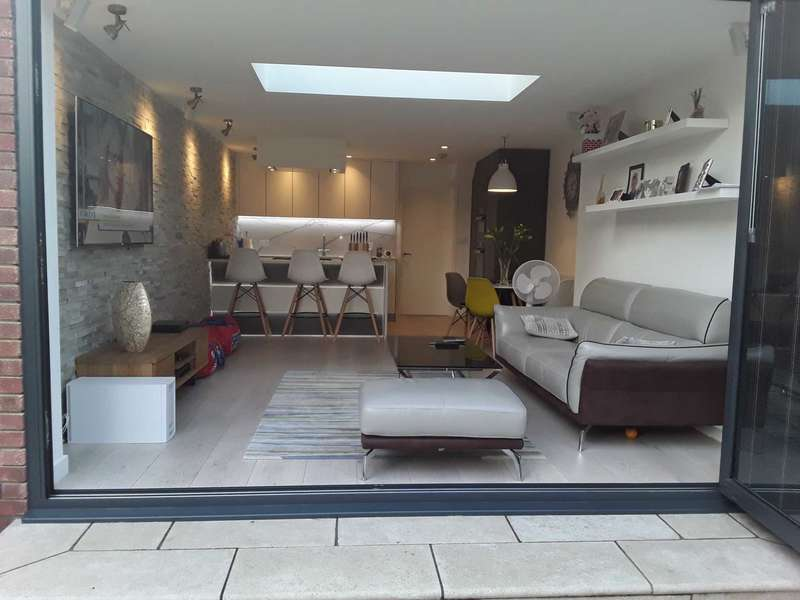 3 Bedrooms Semi Detached House for sale in Heathfield Close, London, E16 3SS