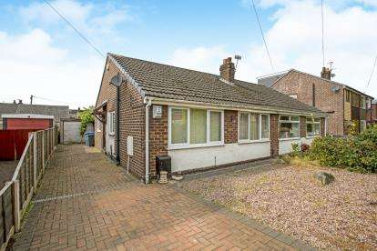 2 Bedrooms Bungalow for sale in Dale Avenue, Euxton, Chorley, Lancashire, PR7